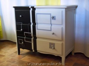 commode-relookee_noir-gris-blanc-carres-et-rayures-2