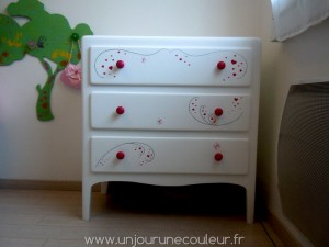 Commode blanc, rose, argenté
