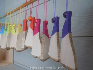 Suspensions quartiers de bois couleurs de Noël