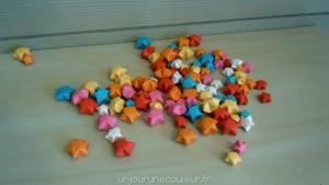 Etoiles colorées en origami