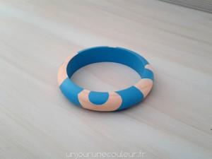 Bracelet en bois peint bleu