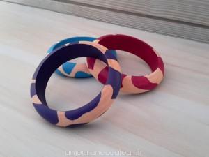 Bracelets en bois peint à motifs géométriques
