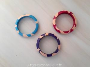 Trois bracelets en bois à motifs géométriques