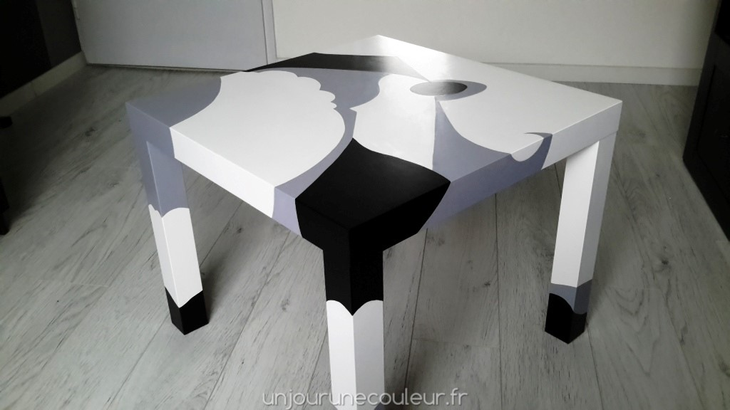 Peindre une table basse ikea for Table basse blanc ikea