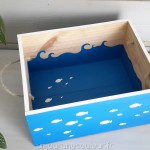 Caisse-a-vin-peinte-petits-poissons