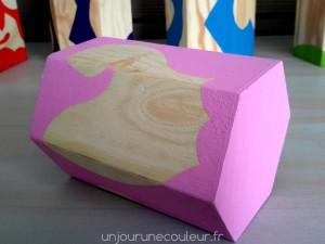 Motifs abstraits floraux rose et bois brut peints à la main