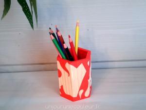 Peinture et bois pour un joli pot à crayons design réalisé à la main