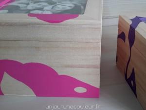 Detail boite en bois peint avec cadre photo integre motifs abstraits peints à la main
