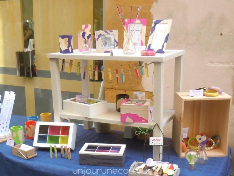 table basse a étage forme un joli présentoir de marché artisanal