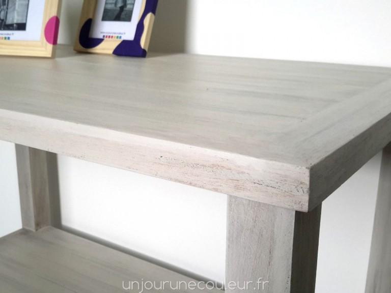 une jolie finition patinée pour cette table basse toute simple