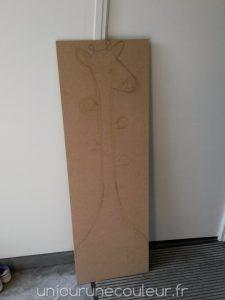 Réalisation d'un porte-manteau en forme de girafe : le dessin de la forme à découper