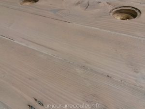 Asspect bois blanchi obtenu par appolication de deux teintes successives de jus de peinture