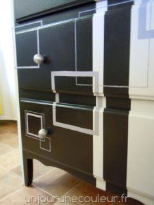 commode-relookee_noir-gris-blanc-carres-et-rayures-5