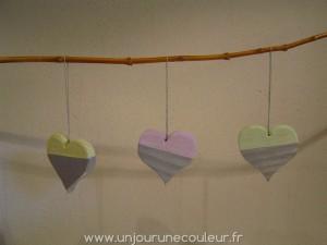 trois coeurs à suspendre jaune, rose et vert