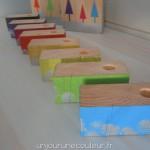 Bougeoirs en bois peint