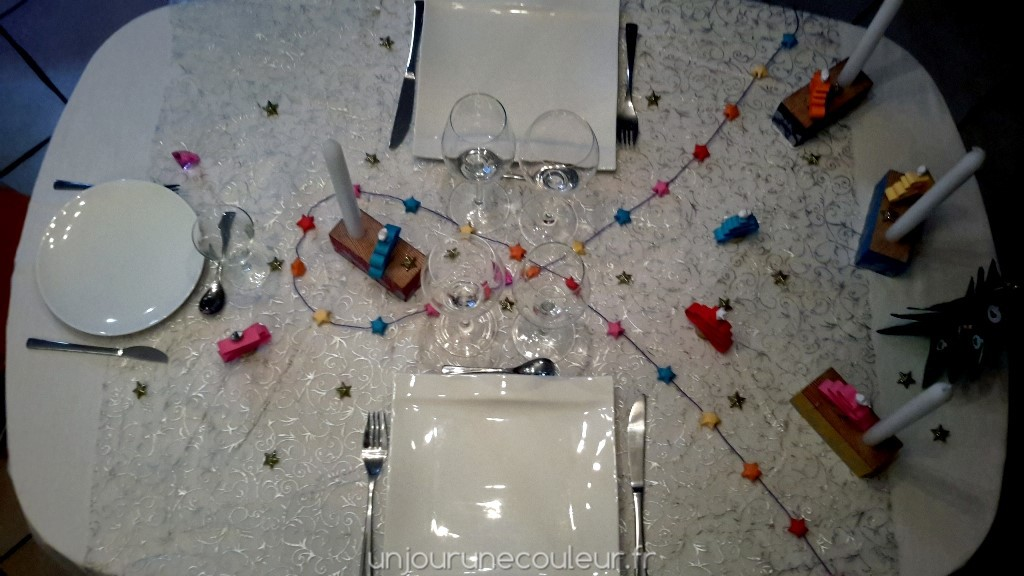 Décoration de table : guirlande d'étoiles colorées