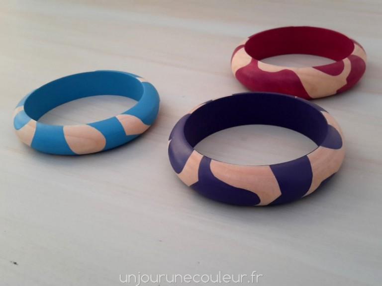 Bracelets peints à motifs abstraits