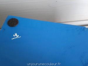 Caisse-a-vin-peinte-signature-unjourunecouleur