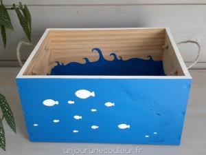 Du bleu pour une caisse en bois peinte à la main