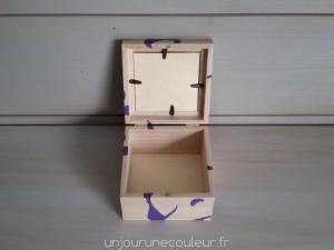 Boite cadre photo violet et bois brut ouverte