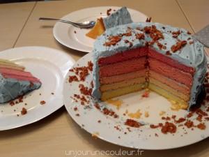 Gâteau arc-en-ciel rose et bleu
