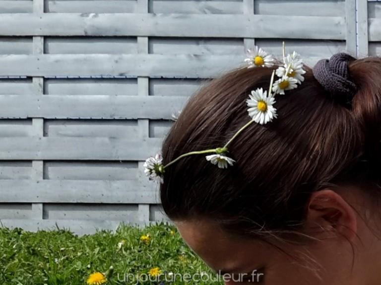 moi aussi je suis une princesse avec ma couronne de fleurs