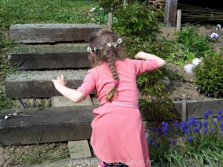 une activité de printemps : les couronnes de pâquerettes