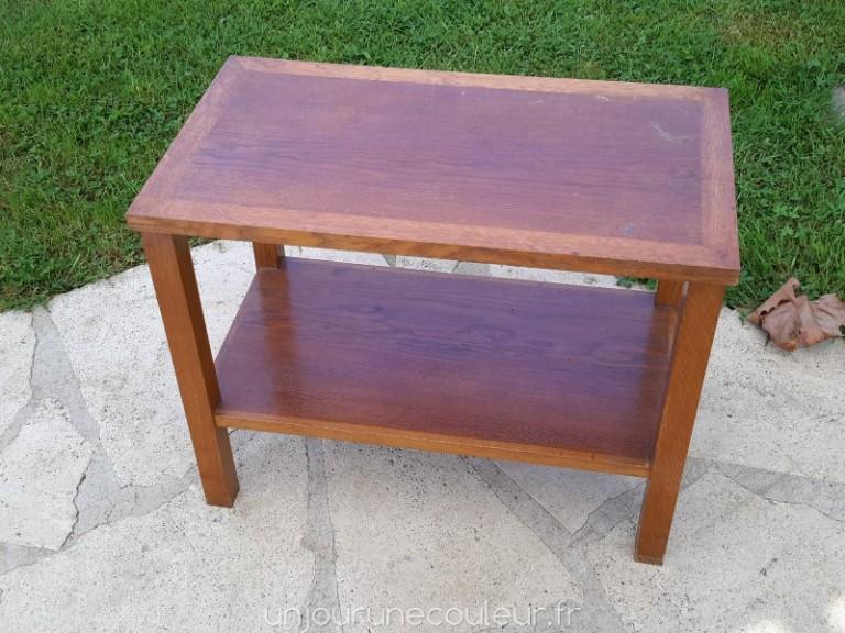 table basse en chêne verni de forme simple
