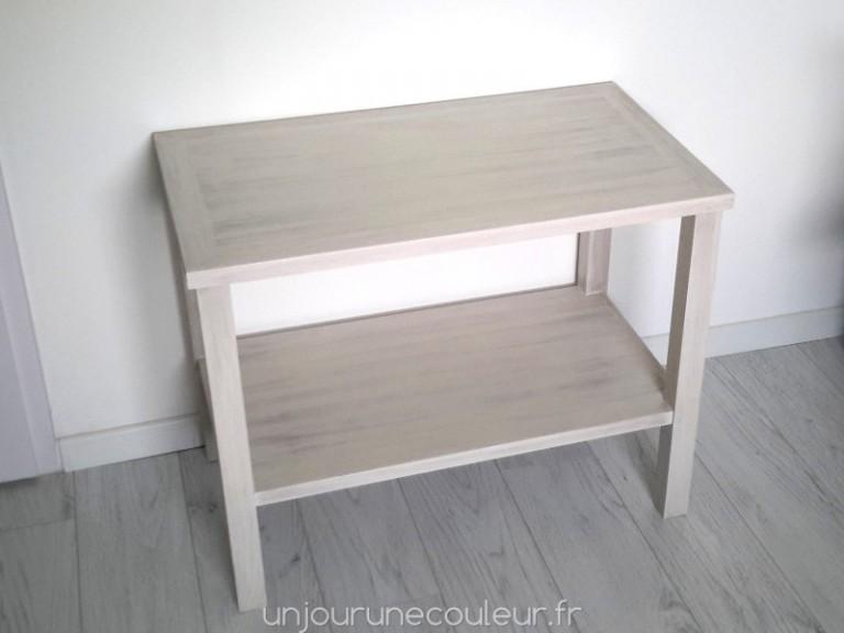 table basse patinée grâce à la peinture à l'essuyé