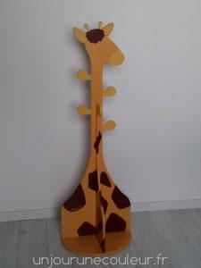 Porte-manteau en bois pour enfant : forme de girafe