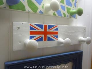 Le fier Union Jack sur une patère (non moins fière)