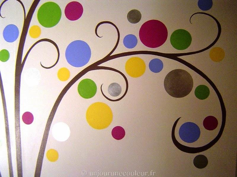 feuilles stylisées ronds argenté couleurs enfantines